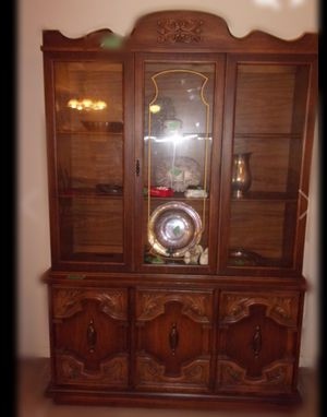 Antique Wood china cabinet / Vitrina Antigua de madera for Sale in Houston, TX