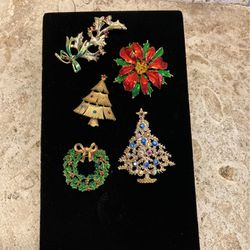 5 Holiday Brooches-XMas Pins- Christmas Brooches- All 5 For $5 As Is - #artssoflo for Sale in Miami,  FL