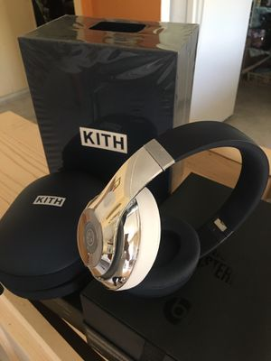 Beats studios wireless kith edition for Sale in Carson, CA
