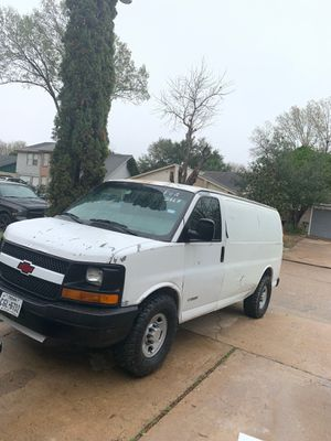 06 Chevy Express van 2500HD for Sale in Houston, TX