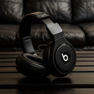 Beats by Dr. Dre Pro - High-Performance Studio Headphones (Black) for Sale in Centreville, VA
