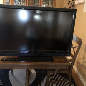 """Vizio 42"""" TV for Sale in Bakersfield, CA"""