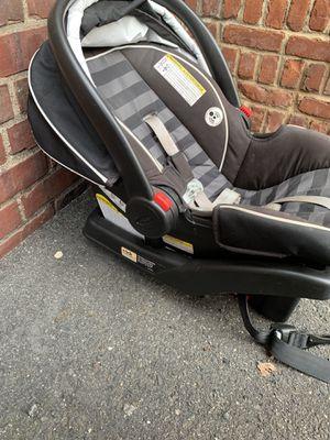 Snugride click connect 35 car seat for Sale in Palisades Park, NJ