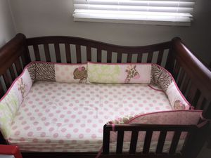 Crib, changing table, changing pad, mattress (complete set) for Sale in Downers Grove, IL