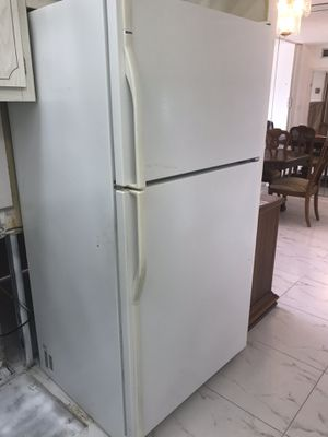 Kitchen appliances, fridge, dishwasher and microwave for Sale in Aventura, FL