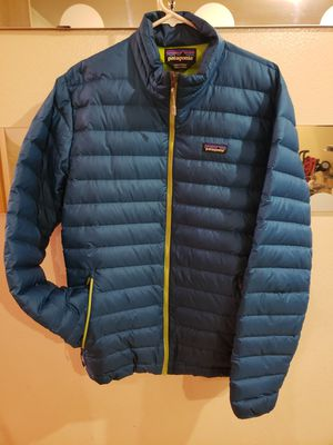 Mens Patagonia puffer coat SZ Large for Sale in Burbank, IL