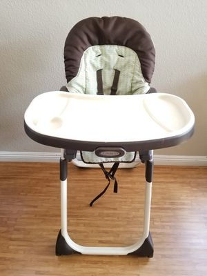 High Chair Used but great conditions, just collection dust, kids grew, no need it.....OBO for Sale in Las Vegas, NV