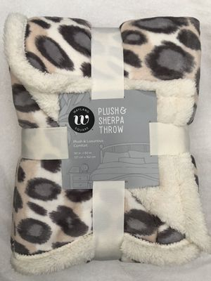 "New Wayland Square Plush & Sherpa Throw Blanket 50""X60"" (pick up only) for Sale in Alexandria, VA"