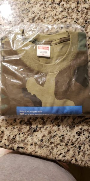 Supreme camo tee shirt size Xl for Sale in Escondido, CA