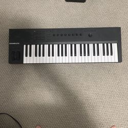 Komplete Kontrol A49 Keyboard/ Midi Controller for Sale in Redmond,  WA