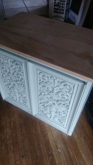 Small Beautiful Antique Dresser Stand 3 feet high with 2 level rack for Sale in Vernon, CA