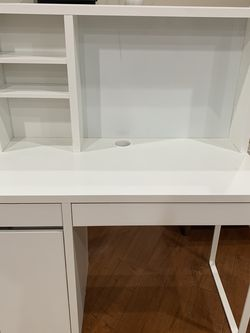 IKEA White Micke Desk for Sale in Altadena,  CA