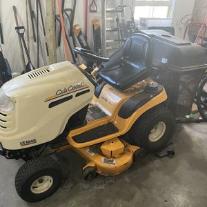 Cub Cadet LT1045 Tractor With Bagger And Trailer for Sale in Fairfield, CT
