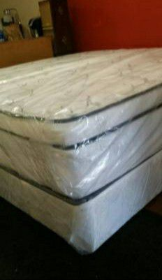 King new thick bed can can deliver for Sale in Tampa, FL