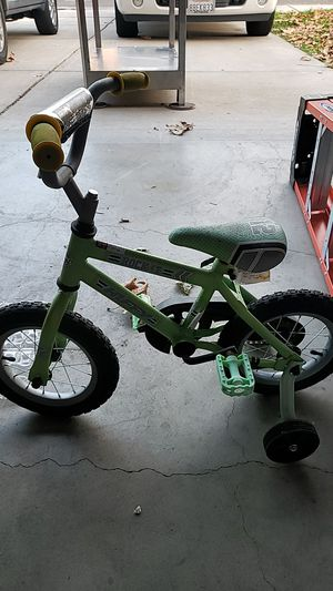 Huffy rockit bike with training wheels for Sale in Brentwood, CA