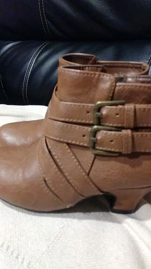 Little girl boots size 9 for Sale in Long Beach, CA