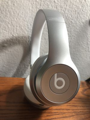 Beats Solo 2 - Great Condition - for Sale in St. Louis, MO