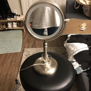 Led Light Up Make Up Mirror for Sale in Beaverton, OR