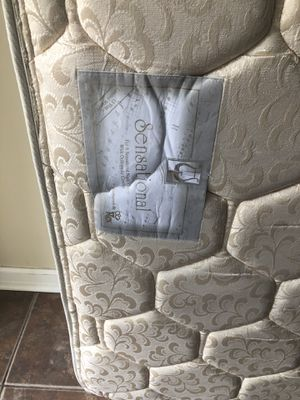 Queen size mattress with box spring for Sale in South Brunswick Township, NJ