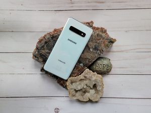 Samsung Galaxy S10 Prism White (Unlocked + Factory Reset + No Cracks) for Sale in Fontana, CA