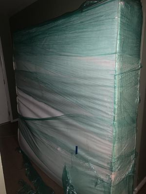 Bedframe platform bed king-size for Sale in Philadelphia, PA