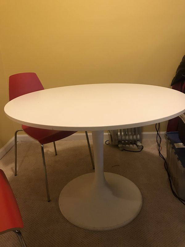 Round White Table, Red chairs