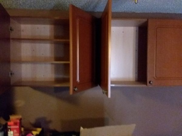 KITCHEN TOP CABINETS LIKE NEW /CAN DELIVER