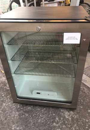 "ULine Refrigerator 32""H x 24""W x 23.5""D Works great. Just needs a handle. Retail around $900 asking $80 for Sale in San Jose, CA"