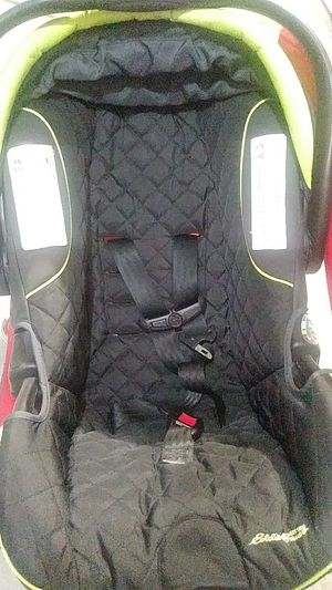 Infant car seat for Sale in Fuquay Varina, NC
