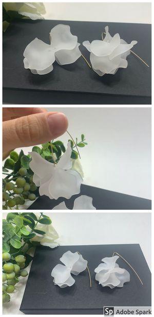Resin Flower Long Earrings , White for Sale in Tustin, CA