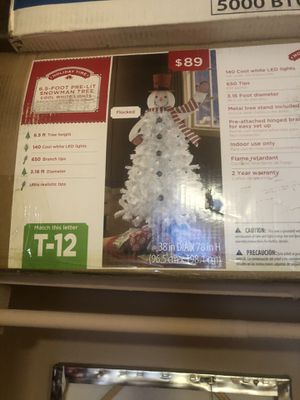 Snowman Christmas tree 6.5ft pre lit for Sale in New York, NY