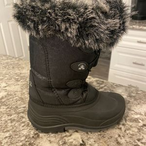 Like New. Snow Boots For Girls Size 2 for Sale in Lafayette, LA