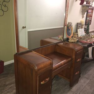 1940's Dresser With Large mirror for Sale in Baytown, TX