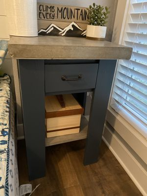 Concrete top end table. for Sale in North Bend, WA
