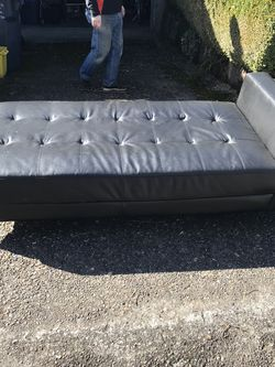 Black Chaise/daybed for Sale in Portland,  OR