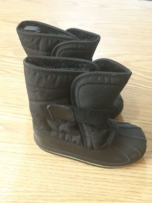 Kids snow boots size 12 for Sale in Pompano Beach, FL