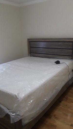 Queen size bed frame‼️ Must be picked up‼️ $450 condition is fairly new DOESNT INCLUDE MATTRESS. Not even a year old. Located in Brooklyn. MUST GO BE for Sale in Brooklyn, NY
