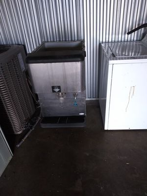 Ice and water dispenser for Sale in St. Louis, MO