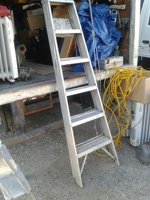 Aluminum STEP LADDER for Sale in Bellflower, CA