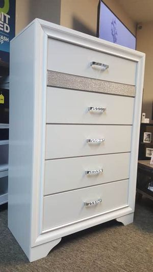Coaster Miranda 5 Drawer Chest, In White for Sale in Santa Ana, CA