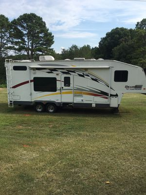 32ft Toy hauler fifth wheel camper for Sale in Gainesville, GA