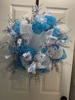 "24"" blue and white mesh wreath for Sale in Grand Prairie, TX"