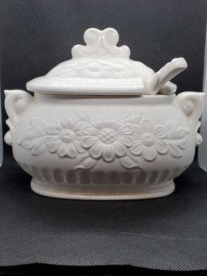 Small Vintage Gravy or Sauce Tureen for Sale in DORCHESTR CTR, MA