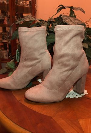 New beautiful winter boots color tan size 7 $12 for Sale in Fresno, CA