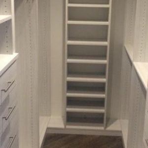 White Matte Drawers And Walking Closet for Sale in Miami, FL