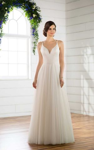 Essenes of Australia Wedding Dress for Sale in West Dundee, IL