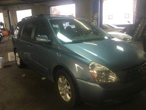 2008 Kia Sedona minivan for Sale in Cleveland, OH
