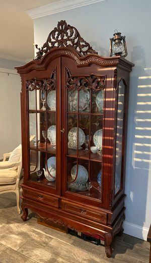 Vintage china cabinet. for Sale in Santa Ana, CA