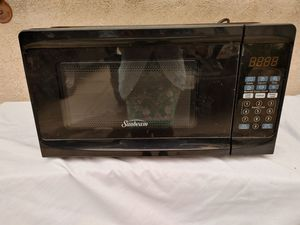 Small microwave. In excellent condition. By sunbeam for Sale in Alhambra, CA