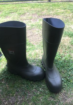 Water proof working boots for Sale in Paramount, CA